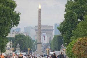 5. Walk back through the Tuileries.