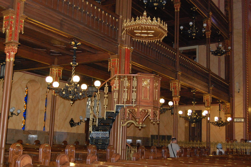 pulpit synagogue